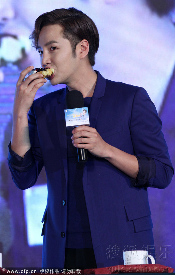 [Pics] Jang Keun Suk Calls For More Charity Work and Be Eco-Friendly At Caffe Bene FM_20140426 14034975496_5c0c03da98_o