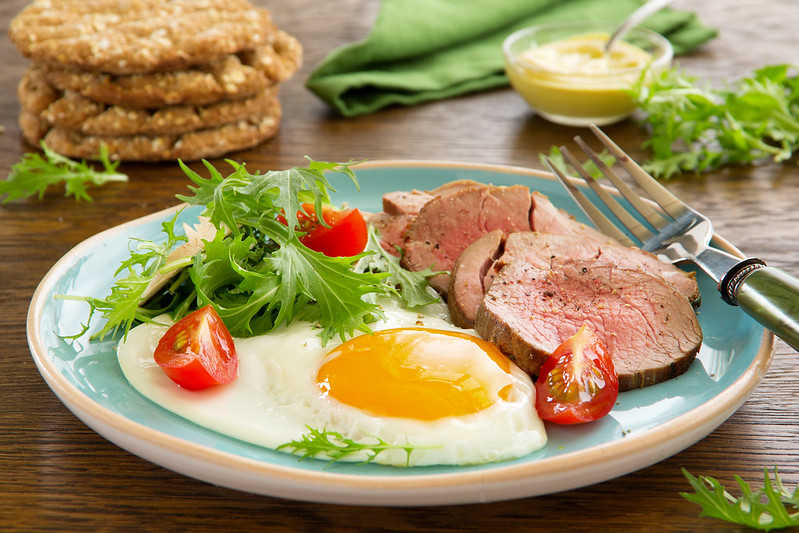 Scrambled eggs with roast beef and salad.