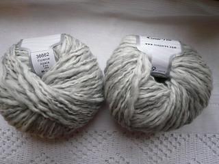 Grey_white yarn