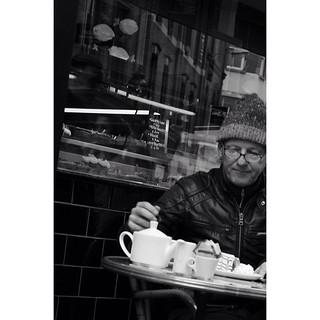 Tea time #ireland #dublin #dublincity #streetphotography #LoveDublin #discoverdublin #instadublin #bnw #blackandwhite