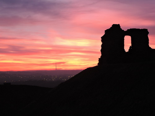 Sunset over Sandal Castle