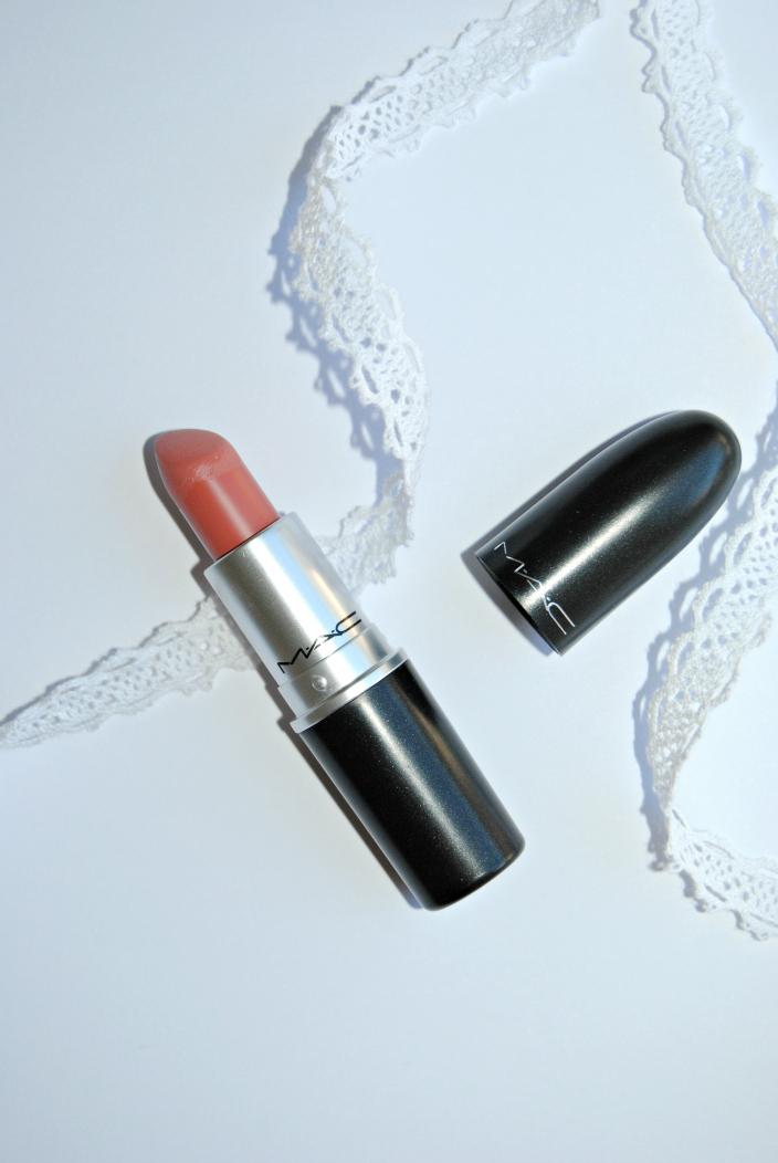 Kinda Sexy MAC Lipstick (02)