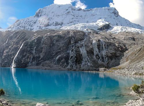 Parque Nacional Huascarán: la Laguna 69 (4550m), au pied du Chacraraju (6112m)