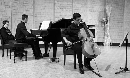 DAVID MARTÍN (CELLO) Y DAVID JOHNSON (PIANO) - CONCIERTOS PREMIOS EXTRAORDINARIOS 2012 ENSEÑANZAS PROFESIONALES DE MÚSICA - LEÓN 10 DE MAYO´13 by juanluisgx