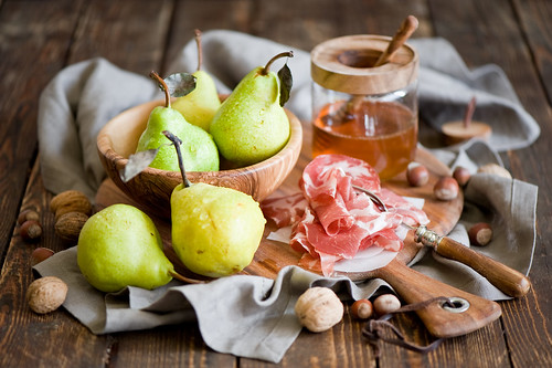 Snack: pears, jamon and honey (365)