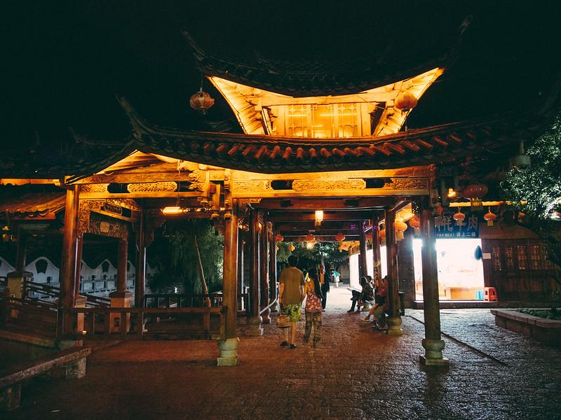 樓。Classic 【外地遊記】<br>當單車在夜裡的麗江古城時... 【外地遊記】當單車在夜裡的麗江古城時… 9343877148 33db6e0cf1 c