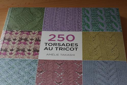 Livre 250 torsades au tricot d am lie takashi knit spirit - Comment faire des torsades au tricot ...