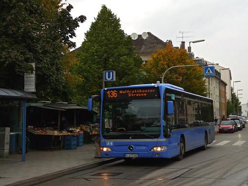 Die Linie 136 erreicht Obersendling.