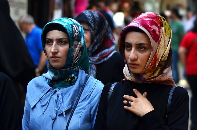Mujeres turcas paseando por Estambul