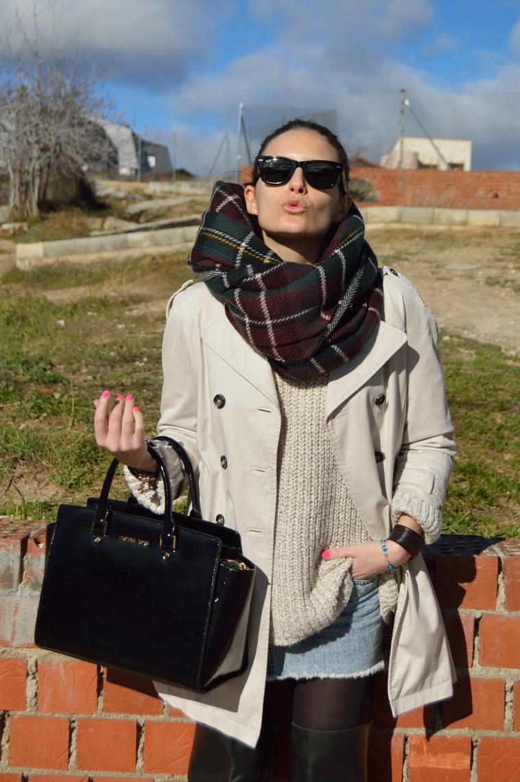 lara-vazquez-madlula-blog-classic-trench-foulard-plaid