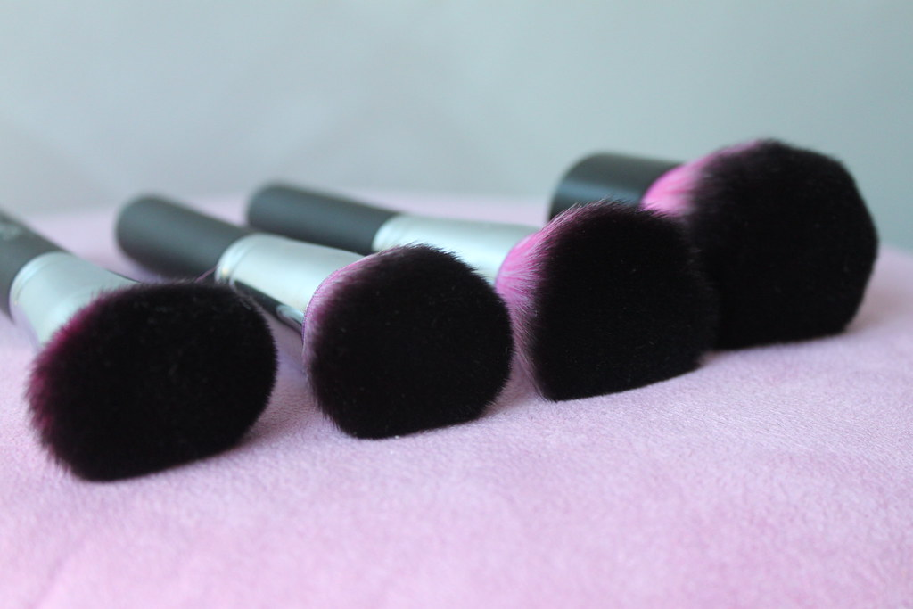 Sedona lace midnight lace synthetic makeup brushes pink purple large set professional australian beauty review ausbeautyreview blog blogger aussie apply affordable budget