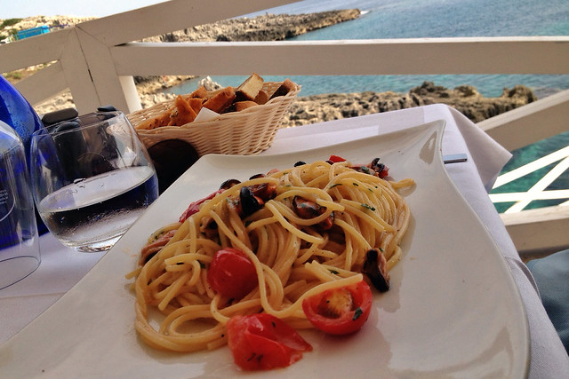 Spaghetti with mussels and cherry tomatoes.  Lo Scalo - Marina di Novaglie, Puglia