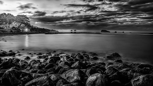 bw bali seascape clouds sunrise meer stones wolken steiner candidasa