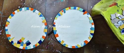Mosaico em banquetas de ferro