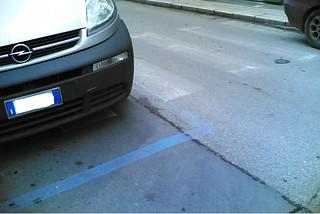 Noicattaro. Via Oberdan confusione strisce
