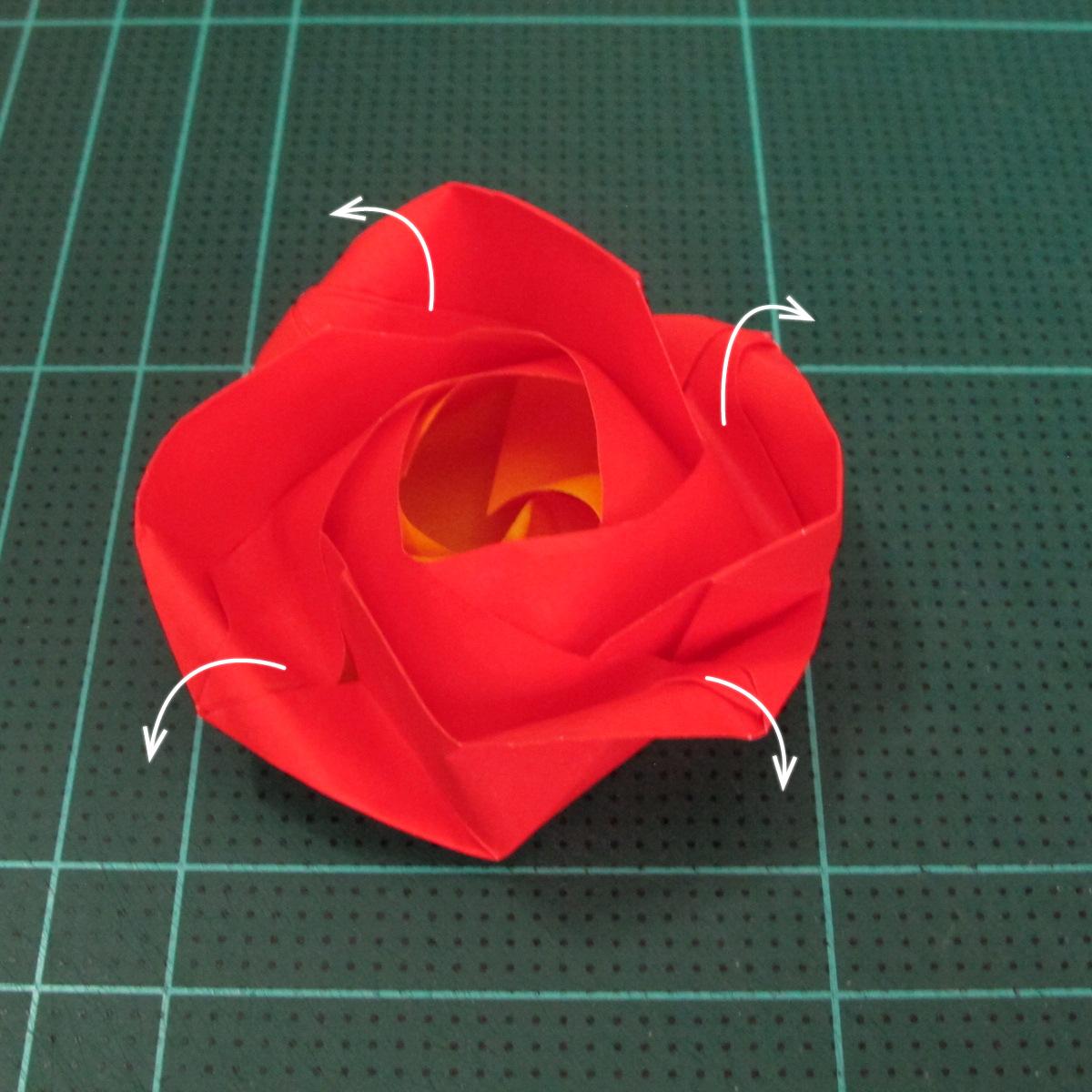 สอนวิธีพับกระดาษเป็นดอกกุหลาบ (แบบฐานกังหัน) (Origami Rose - Evi Binzinger) 022