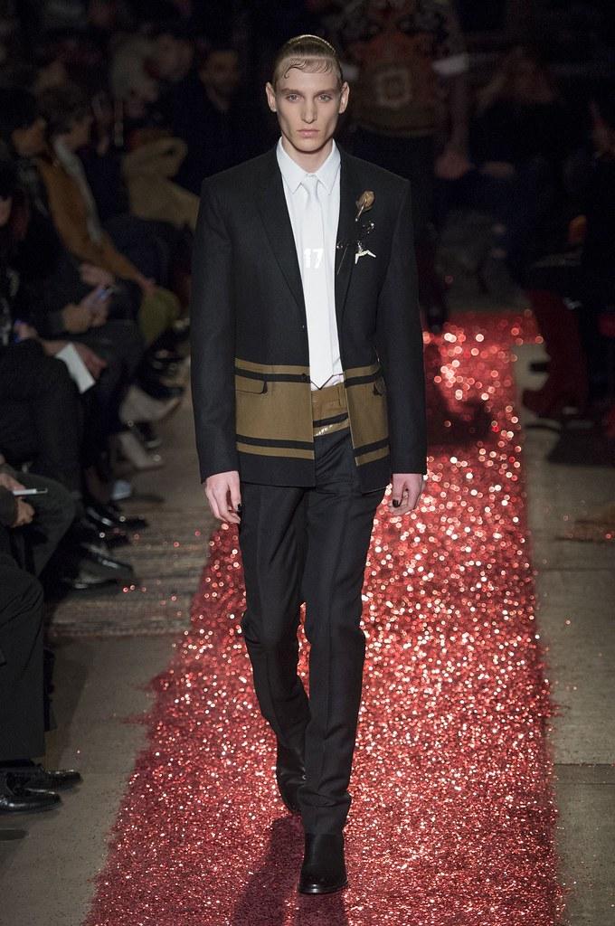 Jeroen Smits3211_FW15 Paris Givenchy(fashionising.com)