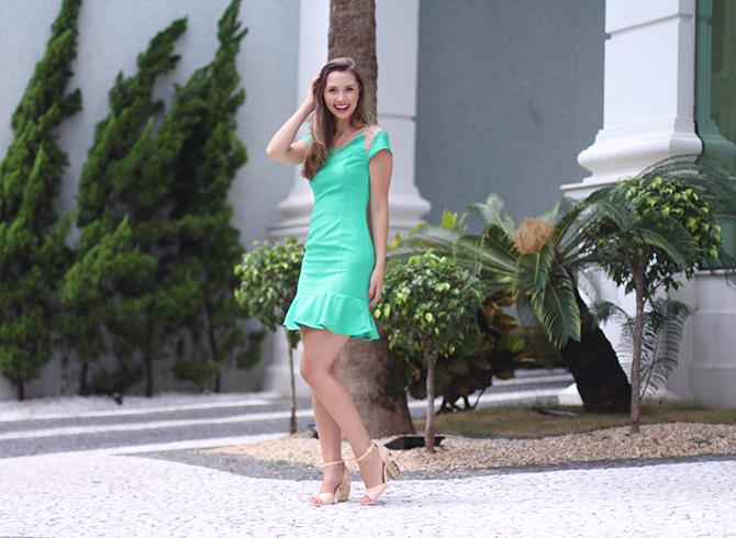 01-look do dia vestido verde naguchi e sandália web blush petite jolie