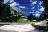 """Unterwegs zur Zugspitze. Reintalanger Hütte am """"alten Weg zur Zugspitze"""". Foto: Charly Wehrle."""