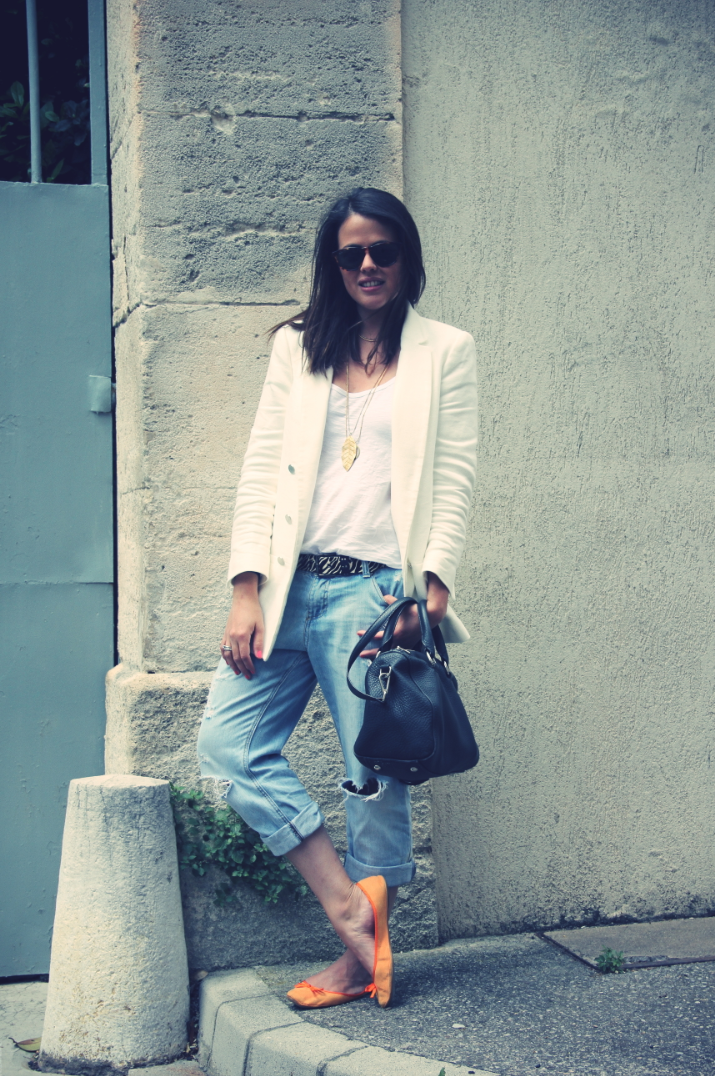 Look: Boyfiend jeans + white blazer
