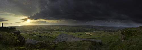 storm canon rocks moody yorkshire panoramic fields westyorkshire pinnacle moorland cowling cowlingpinnacle canon60d 6pictures