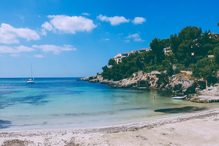 Image de Cala Portals Plage d'une longueur de 86 mètres près de Magaluf. travel blue sea 2 vacation holiday beach water canon photography eos rebel photo spring spain sand day foto fotografie mark may picture clear mai imagine 5d dslr mallorca nous cristian blick mk portals cala majorca spania poza primavara 500d maiorca mediterana || 섬 2013 xti bortes майорка востраў bortescristian cristianbortes マヨルカ島 馬略卡島 मायोर्का מיורקה 마요르카 ميورقة vatanta мальёрка مایورکا maļorka