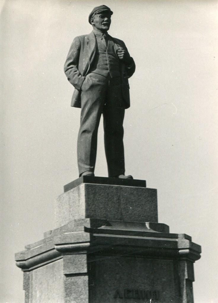 37_2_Памятник Ленину на пл Революции_скульптор М.Г. Манизер