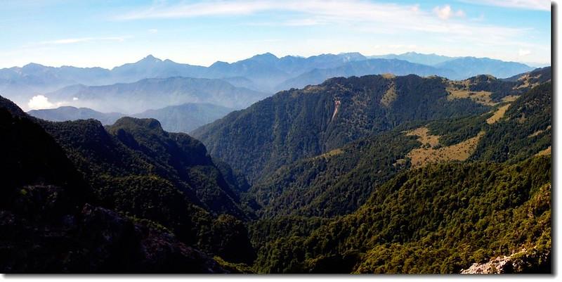 布秀蘭山東南望中央山脈北段群山