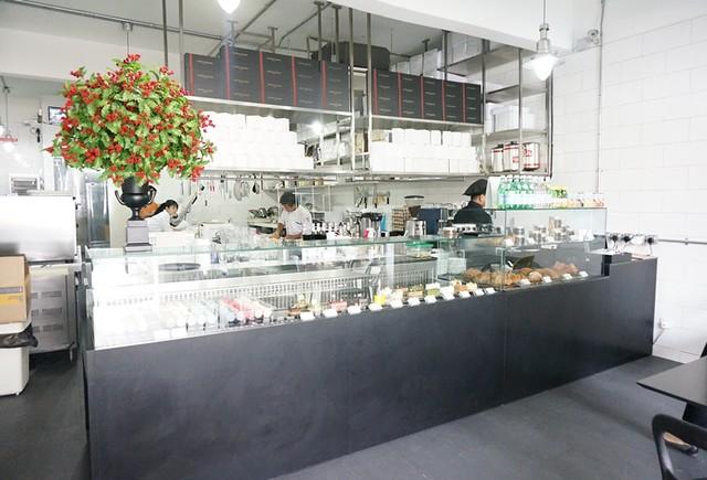 Les Deux Garcons, Taman Desa - go for great French croissants & cakes-001