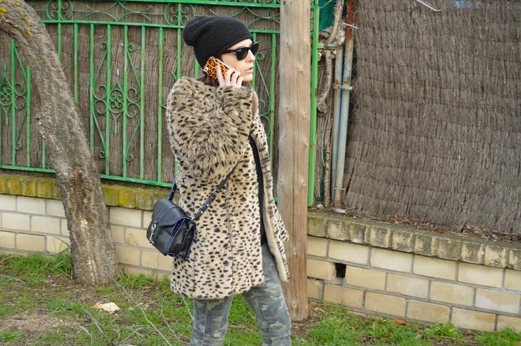 lara-vazquez-madlula-blog-leopard-coat-black-details-easy-chic-style