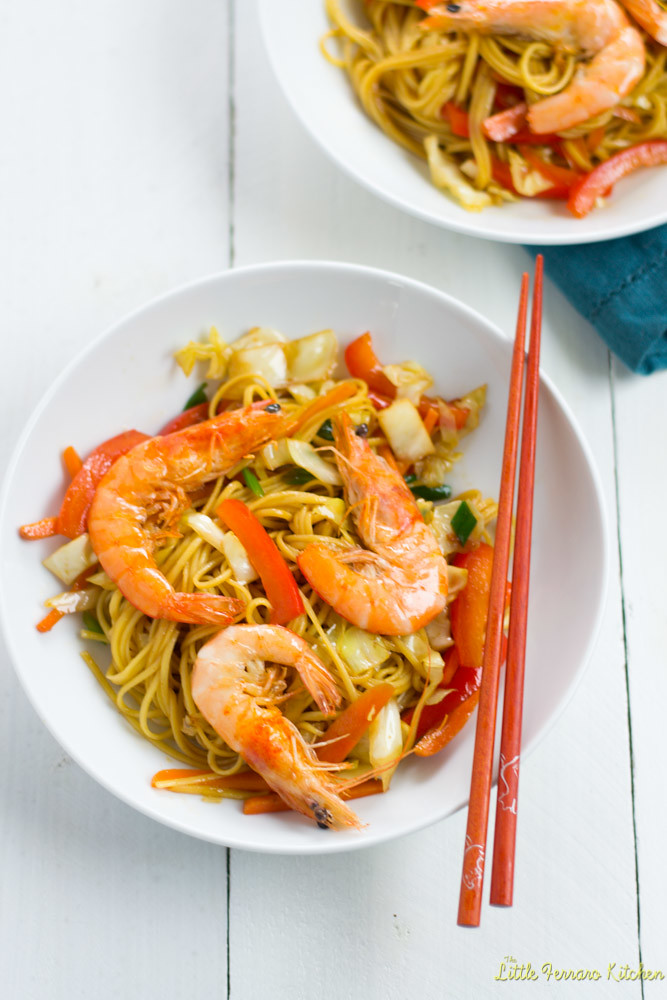 Learn how to make shrimp chow mein with fresh vegetables, head on shrimp and delicious soy based sauce, easily cooked together in a wok.