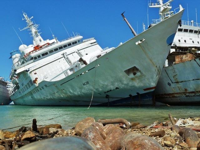"""Love Boat"" Pacific Princess in Turkish Scrap Yard"