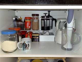 Aproveitamento mais racional do espaço do armário da cozinha.
