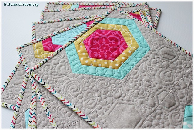 Quilted placemats_ free motion quilting_hexagon