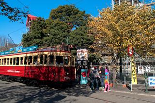 Christchurch Arts Centre 在 基督城 附近 的形象. road street autumn trees newzealand christchurch people architecture buildings shadows tram nz dappledlight christchurchartcentreearthquakerepairs