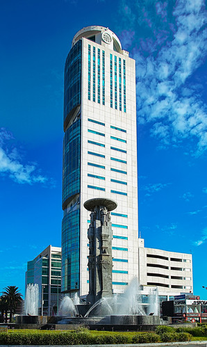 Torre JV Juárez y fuente de los Ángeles