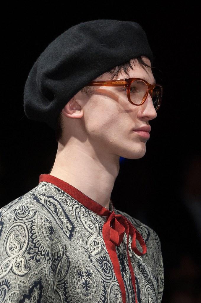 Eugen Ivanov3043_FW15 Milan Gucci(fashionising.com)