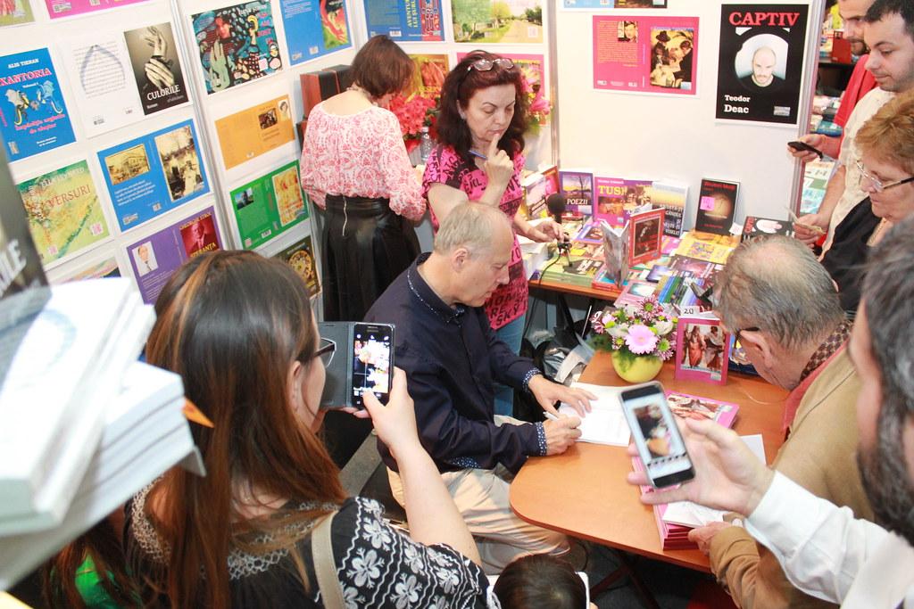"""BookFest 2016 București. Lansarea unei noi ediții a volumului """"ÎNGÂNDURĂRI""""- Dicționar de aforisme, al autorului NIcolae Petrescu Redi (6)"""