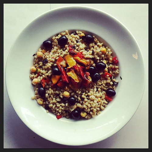 Chickpeas, roasted peppers, black olives and barley by Salad Pride