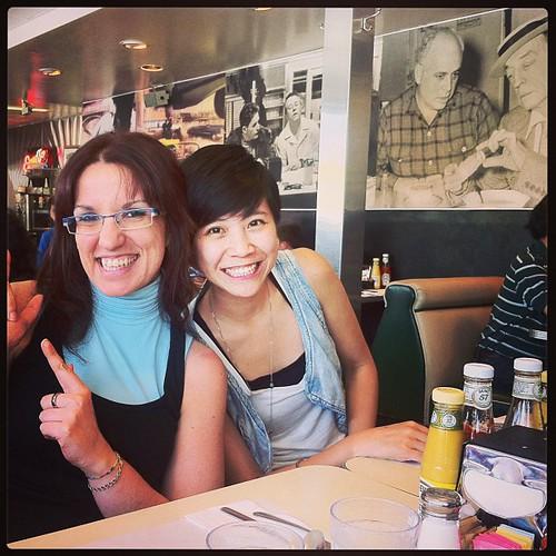 En la foto con Shan, el el restaurante con el grupo completo a comer algo típico Americano antes de pisar el Golden Gate!