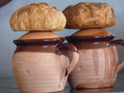 Petits ventres de terre et pain à l'ail