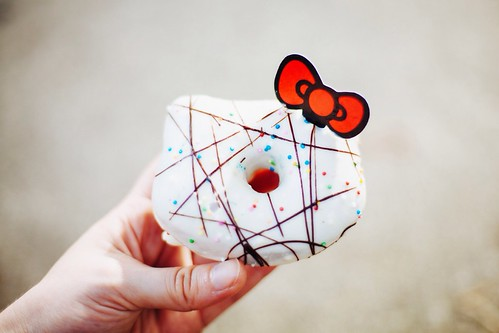 Hello Kitty bread talk - white donut