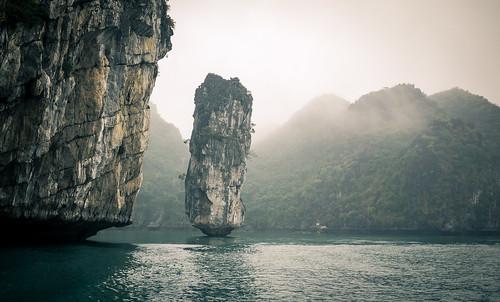 Polish Pillar, Ha Long Bay