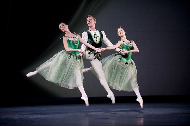 Helen Crawford, Emma Maguire and Dawid Trzensimiech in Jewels, The Royal Ballet © ROh/Tristram Kenton, 2011