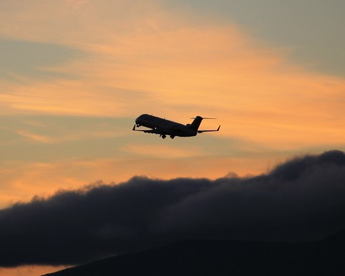 sunset airplane airport roanoke va kroa crj200 expressjet
