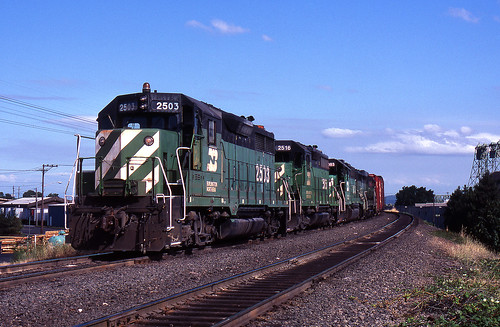 vancouver washington trains bn burlingtonnorthern emd gp38 gp35