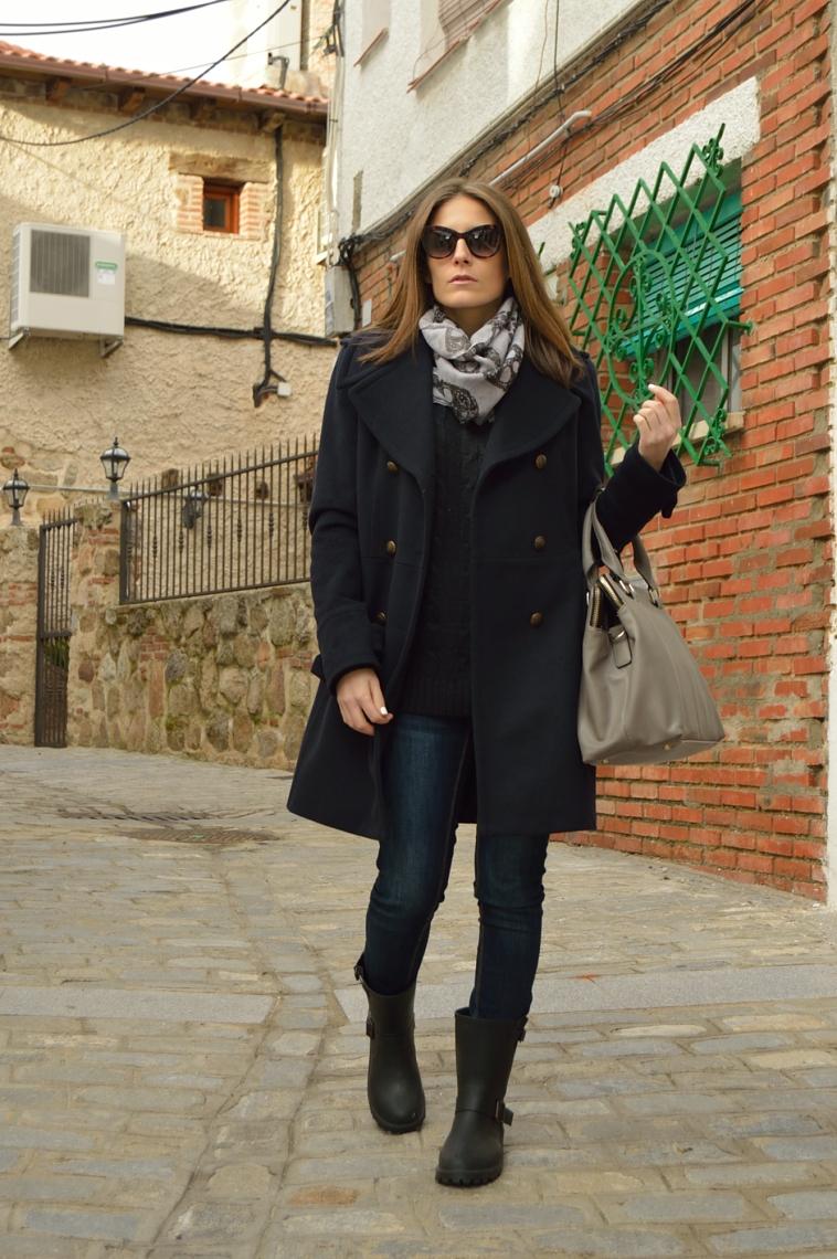 lara-vazquez-madlula-blog-style-fashion-cat-sunglasses-deep-blue-coat-grey-details