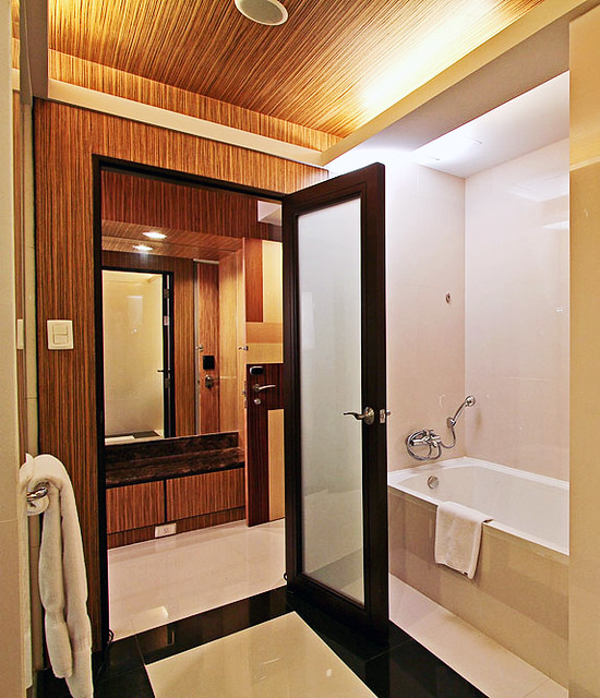 Bellevue Manila Tower Grand Deluxe Mirror and Walk-in Closet