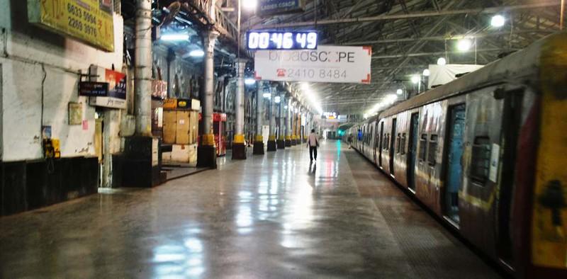 50 Estacion C.S.T. por la noche, Mumbai (122)
