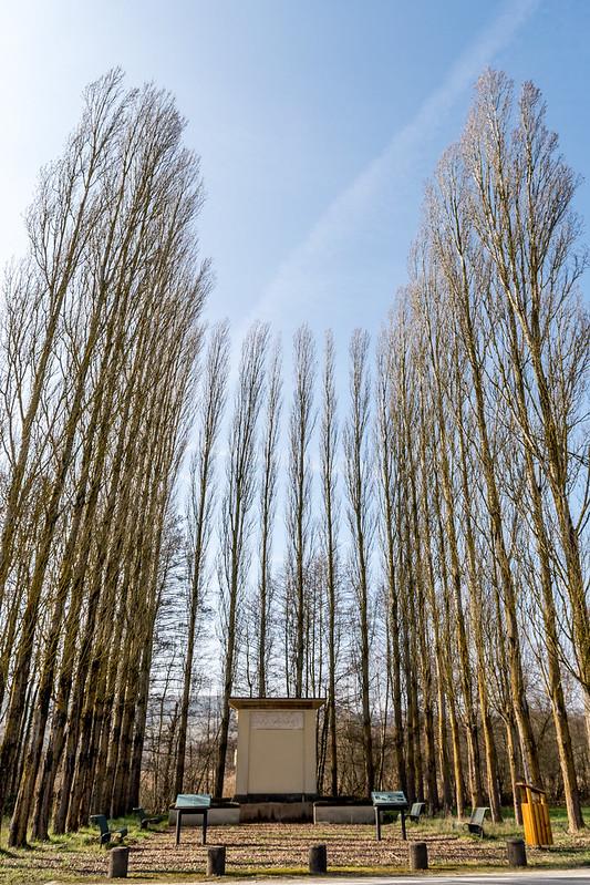 """Monument funeraire """"op Mecheren"""""""